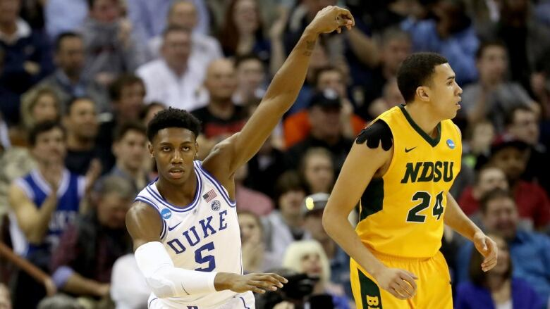 af911d65062 Duke s RJ Barrett led his team to victory on Friday night with 26 points.  (Streeter Lecka Getty Images)