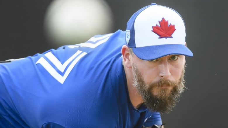 Canadian reliever John Axford signs new minor-league deal with Blue Jays