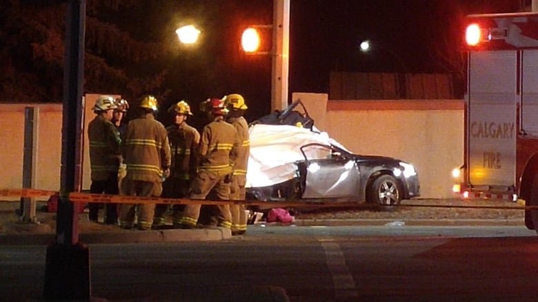 Fatal crash closes part of 14th Street in northwest Calgary