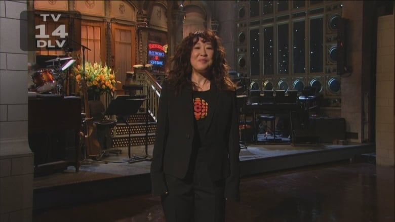 Sandra Oh shows her Canadian pride hosting Saturday Night Live