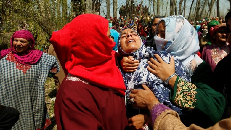 Pakistan, India trade fire in disputed Kashmir: 7 people die