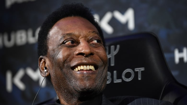 Pele collapses again, rushed to hospital