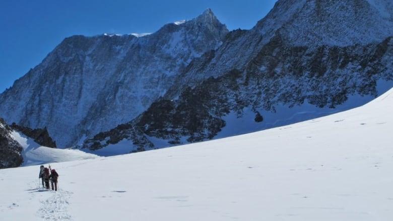 100 km on snowshoes: Harrowing Arctic journey bonds military and civilian women