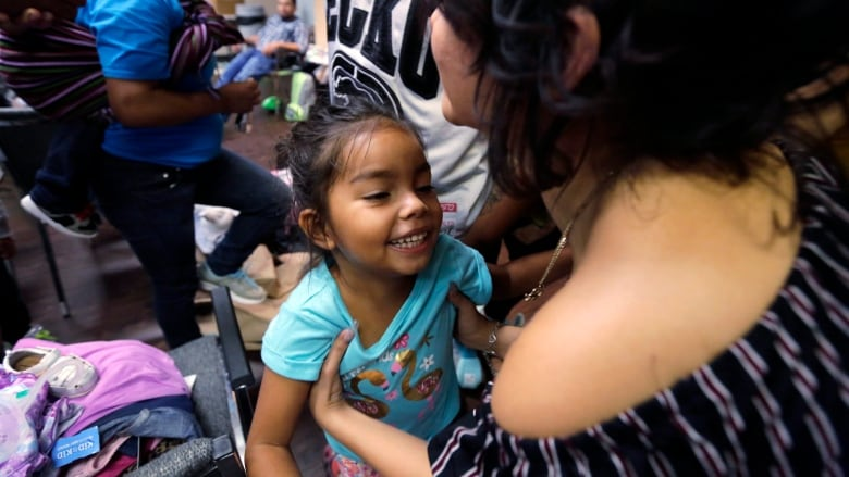 USA wants 2 years to ID migrant kids separated from families