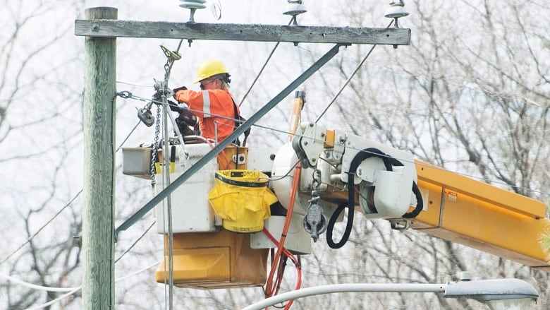 Quebecers Without Power May Have To Spend Another Night In The Dark Officials Say Cbc News