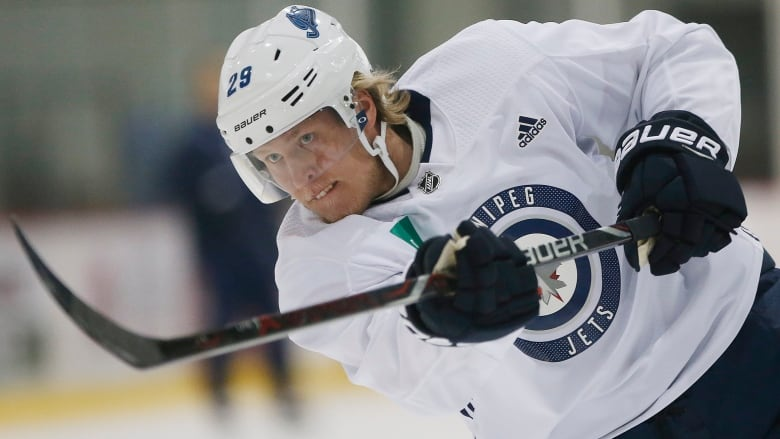 Jets can't hold on to lead, drop punishing series opener to Blues