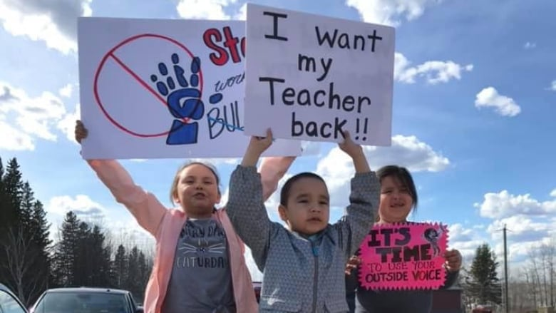 Northern Alberta school staff and families protest 'poisoned work environment'