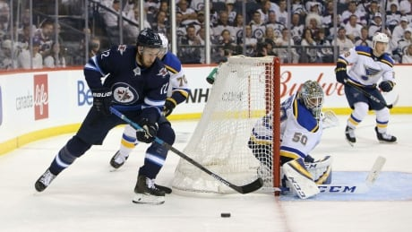 Late goal from Tyler Bozak lifts Blues over Jets