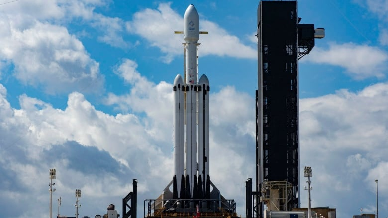 SpaceX has again postponed the launch of the Falcon Heavy