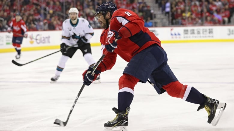 Wayne Gretzky says Alex Ovechkin 'absolutely' can break his goal record