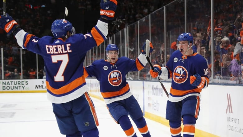 Islanders put Penguins on brink of elimination with Game 3 win