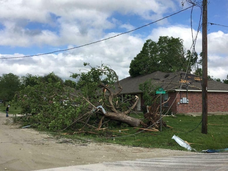 Tornado damage reported in Monroe County