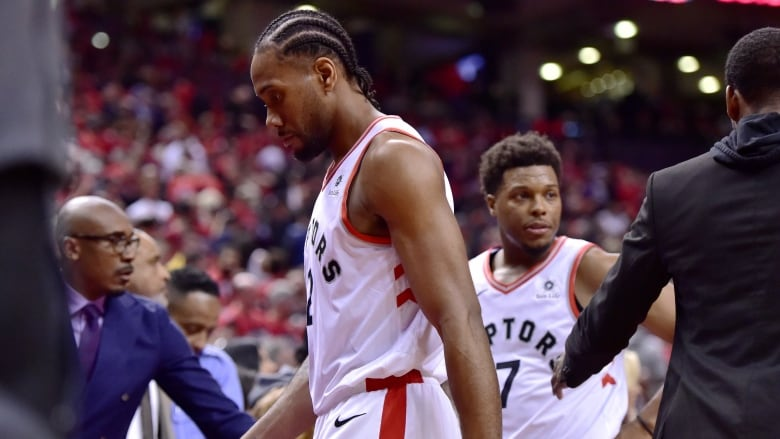 a0bbe7015e64 Magic sink Raptors with late 3-pointer in series opener