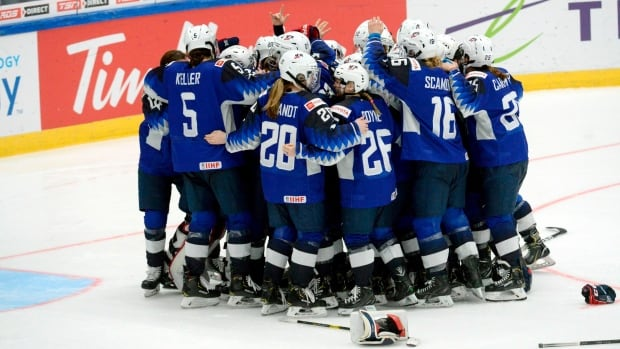 U.S. Wins Women's World Hockey Title With Controversial