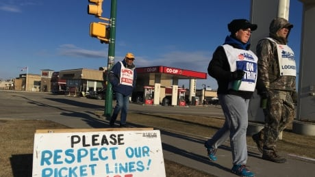 Striking Saskatoon Co-op workers to vote on new agreement today