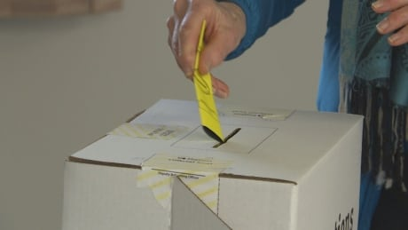 voting in advance poll PEI election 2019