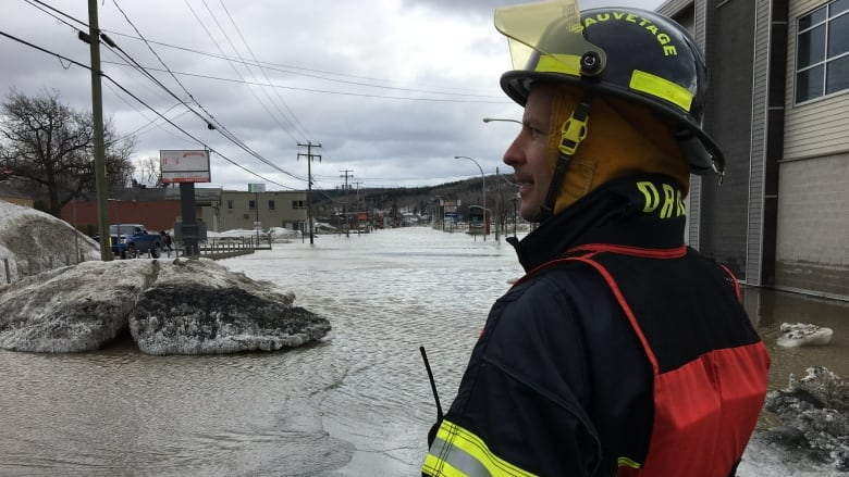 Quebec firefighters rethink their role in the face of climate change