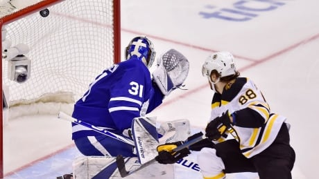 Pastrnak leads way as Bruins beat Leafs to even series 2-2