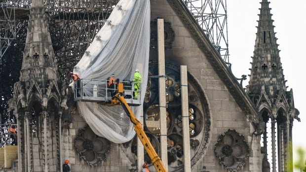 Macron meets officials, eyes Notre-Dame for legacy-building
