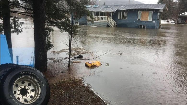 Officials remain on flood alert across Quebec as rains subside