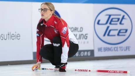Canadian curlers Gallant, Peterman dominant in world mixed doubles opener