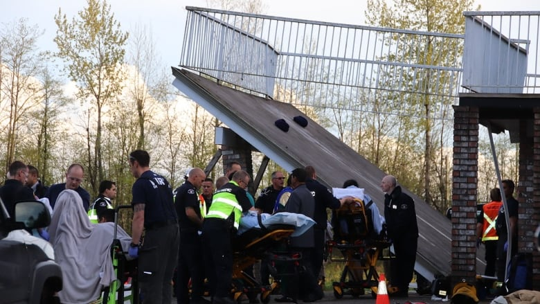 18 in hospital after deck collapses during pre-wedding celebration in Langley, B.C.