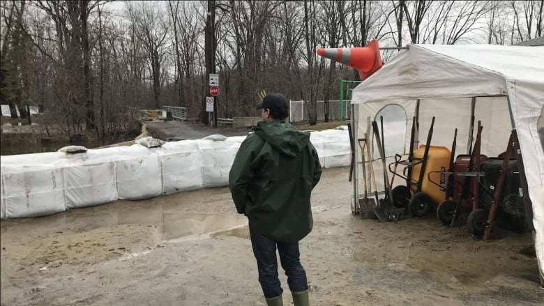 Troops arrive in Quebec communities most vulnerable to flooding
