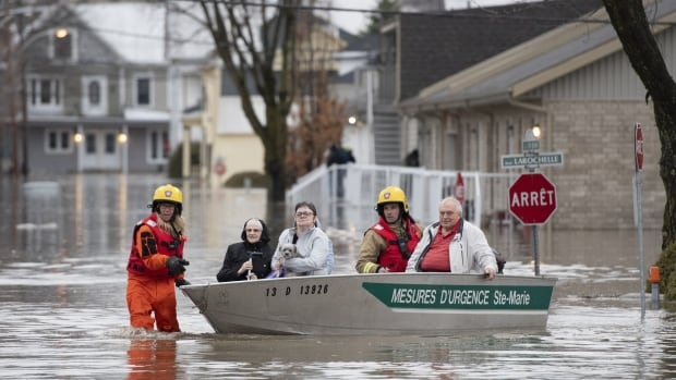 Over 1,000 homes flooded across Quebec as water continues to rise