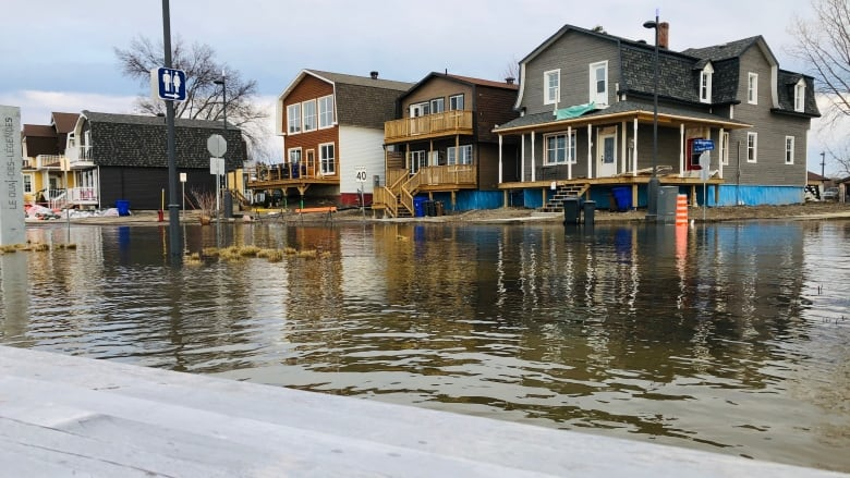 Ottawa River flooding has come in waves before