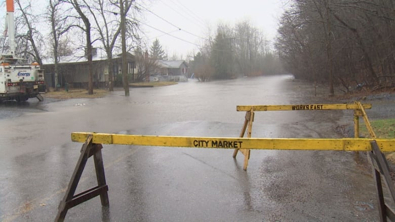 Saint John flood levels expected to exceed last year's historic peak by Friday, says EMO