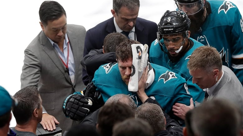Vegas coach Gallant calls Sharks counterpart a 'clown'