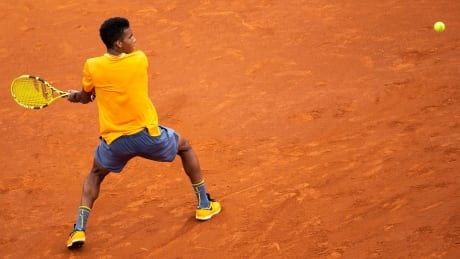 Montreal's Félix Auger-Aliassime knocked out by Kei Nishikori at Barcelona Open