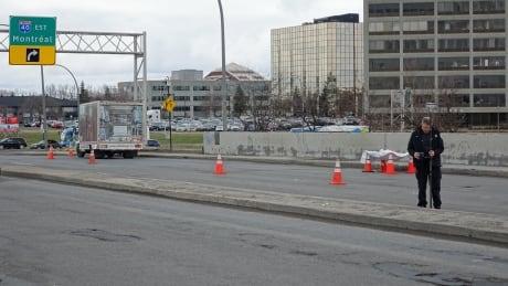 Pedestrian struck by truck in Pointe-Claire