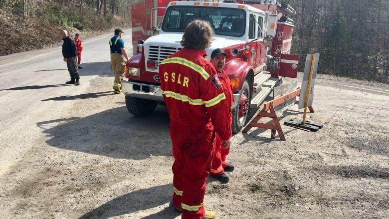 Sandbagging efforts kick into high gear in eastern Canada
