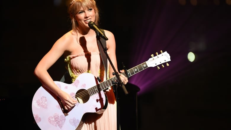 check out b8a9a a3f11 Taylor Swift reveals her secret: new single and video coming ...