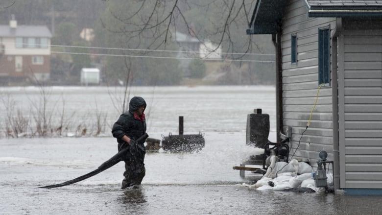 Ottawa residents could be asked to leave homes over flood risk ...