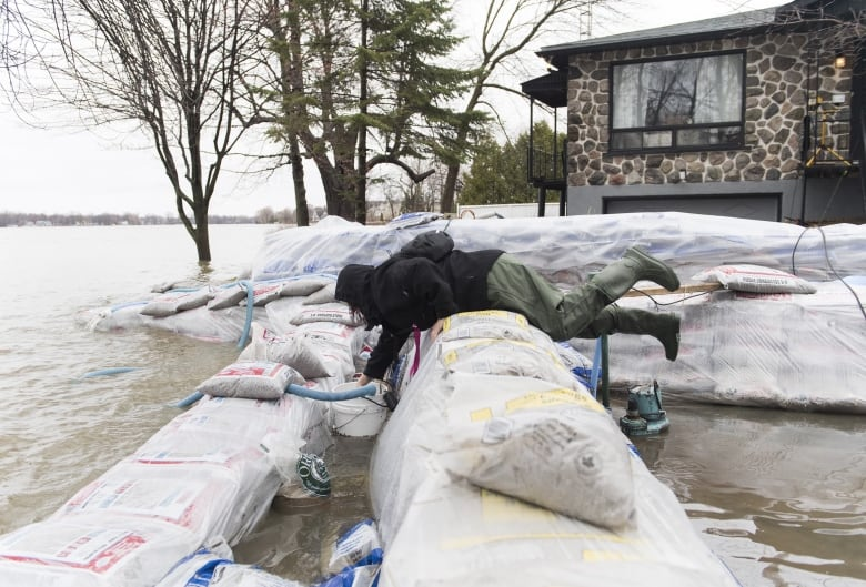 Situation 'stable' in Montreal, mayor says, but urges caution on rising water