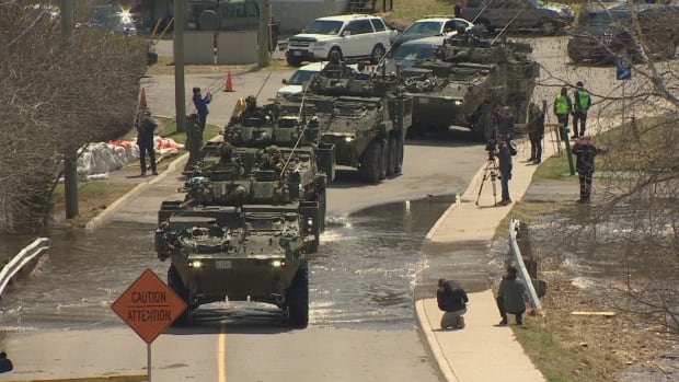 2,000 troops on standby, ready to respond in Atlantic Canada | CBC News