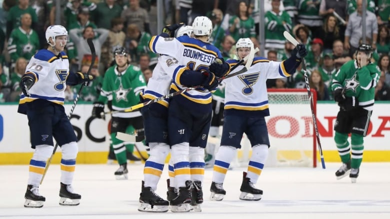 super popular 2300b cf26c Blues prevail in wild 3rd period to take 2-1 series lead ...