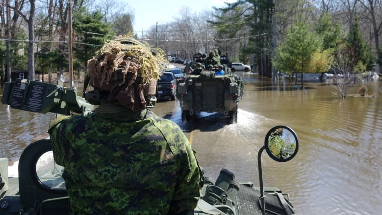 Essex and Kent Regiment in Ottawa for flood relief