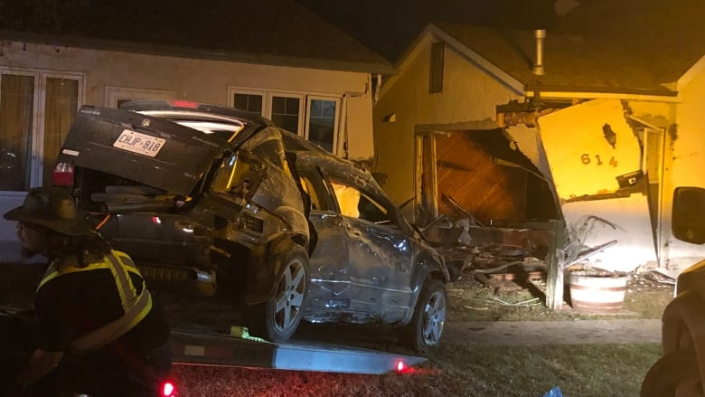 https://i.cbc.ca/1.5123195.1556968530!/fileImage/httpImage/image.jpeg_gen/derivatives/16x9_780/suv-crashes-into-talbot-avenue-house.jpeg