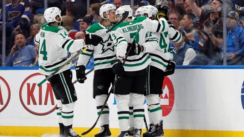 Stars hold off Blues to close in on Conference final