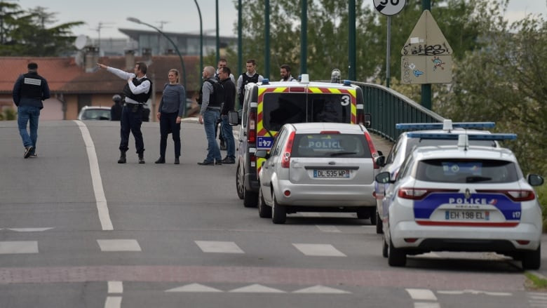 Armed kidnapper 'takes four hostages' in southern France