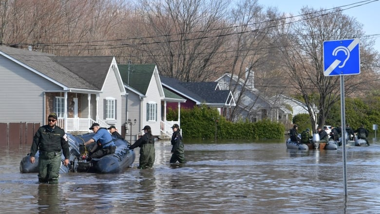 Thunder Bay naval reservists help flood-stricken Ottawa residents during week-long deployment