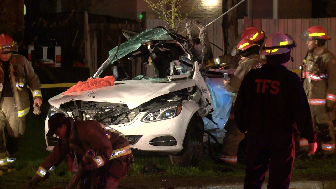 16 Year Old Dead 2 Other Teens Injured After Car Smashes Into Pole In Scarborough Cbc News