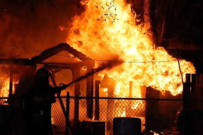 https://i.cbc.ca/1.5131133.1557511527!/fileImage/httpImage/image.jpg_gen/derivatives/original_780/brandon-shed-on-fire-friday.jpg
