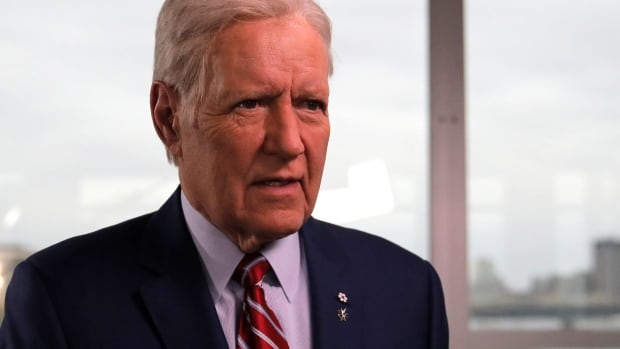'I'm not alone out there': Alex Trebek talks about staying positive after cancer diagnosis | CBC News