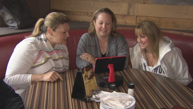 In tight job market for restaurant industry, tech gets a place at the table | CBC News