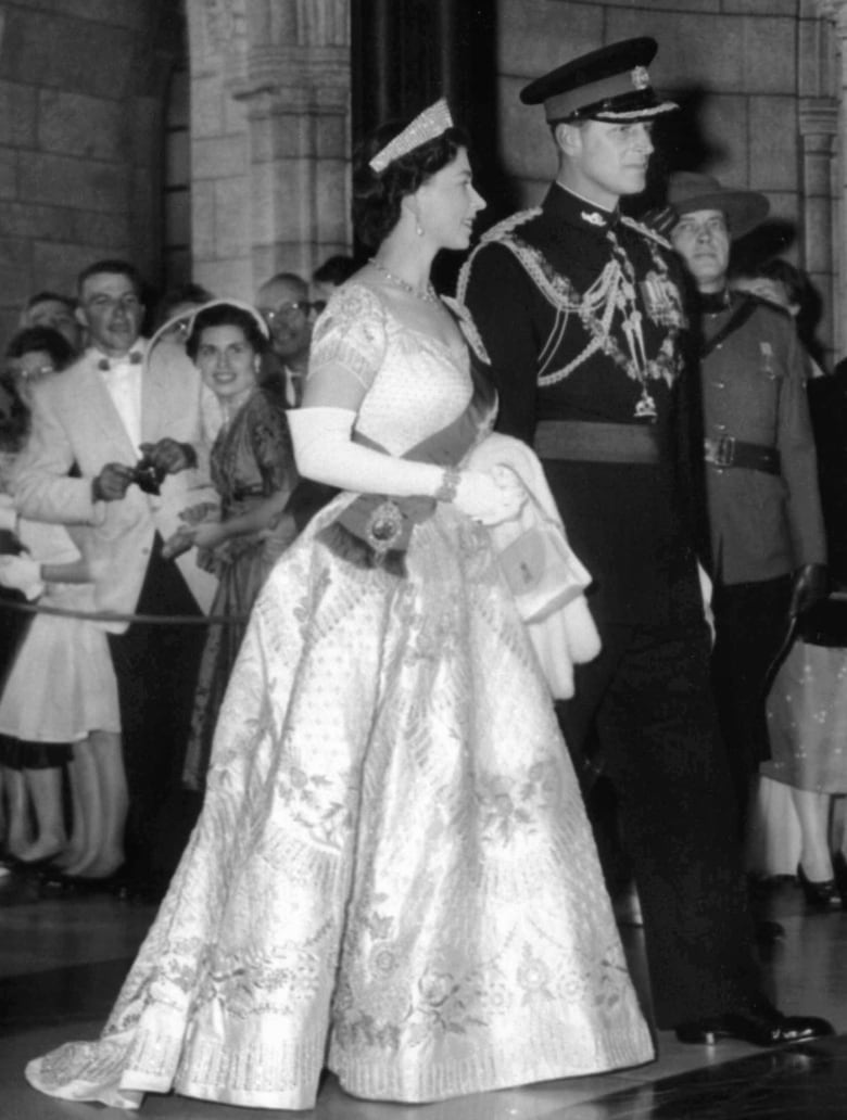 when the queen got her crown canada soon saw it all cbc archives when the queen got her crown canada