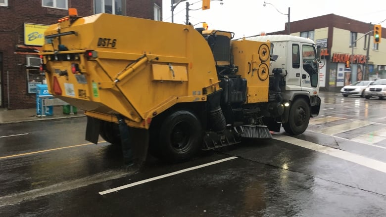 Toronto spending between $37-$89K more than other cities on new street sweepers